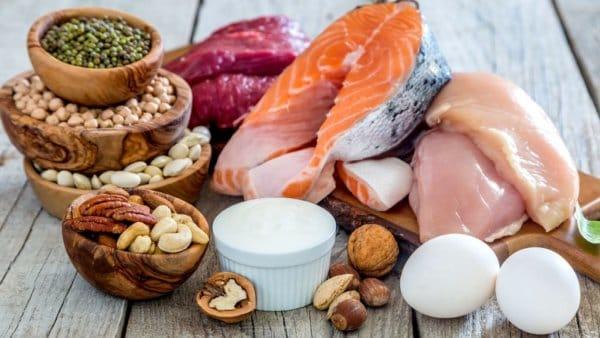 「高タンパク低カロリー」を意識した食事を!