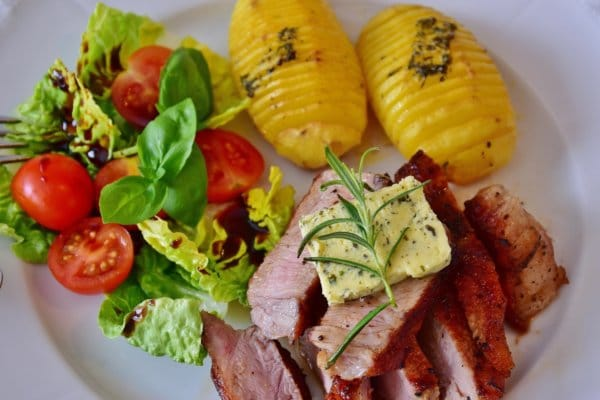 脂肪がつきにくい、太りにくい人は、高タンパクでオーバーカロリーの食事が基本