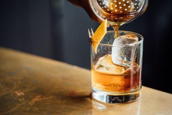お酒(アルコール)が筋トレに与える影響