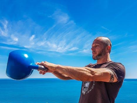 上腕三頭筋の効果的な鍛え方!二の腕を太く逞しくする筋トレメニューをご紹介!