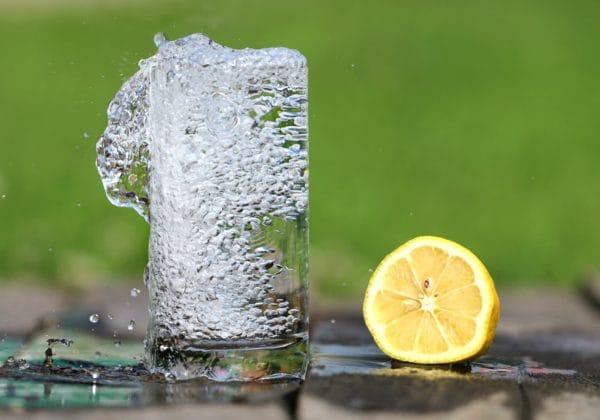誰でもできる!簡単お手軽なレモン水とその作り方