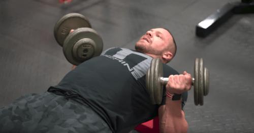 大胸筋上部が男の象徴!リバースグリップダンベルプレスのやり方と重量設定、6つの注意点について | ゴリペディア