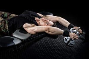 ダンベルプルオーバーで肩関節を痛めないための5つの注意点