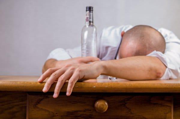 腹筋が割れない理由や原因その9・お酒の飲みすぎ