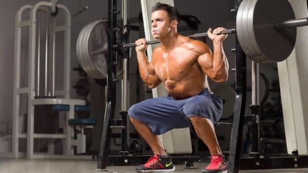 筋トレの効果を高めるコツ④:体の反動を使わないように意識する