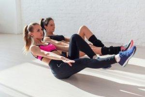 自重の腹筋トレーニングで間違いやすいフォームと対策について