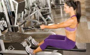 腰が痛い方や不安がある方でも安心して広背筋を鍛えられる