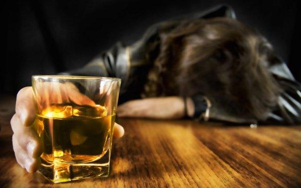 テストステロン値を増やす方法⑦長期的かつ過度なアルコール摂取は控える