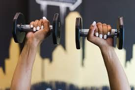 鍛える部位によってダンベルの重さを考えてみる