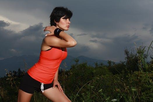 二の腕を引き締める筋肉③肩(三角筋)