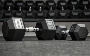 男女別に適切なダンベルの重量選択をする