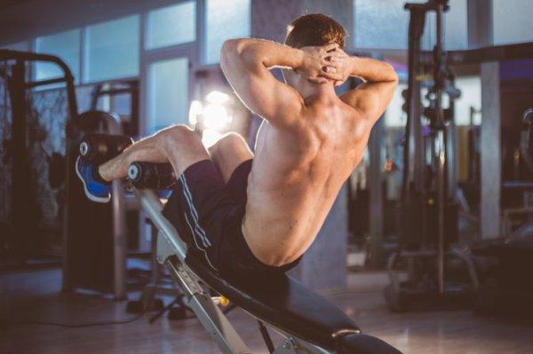 シットアップベンチを利用することで「筋トレ効果を最大化」させることができる