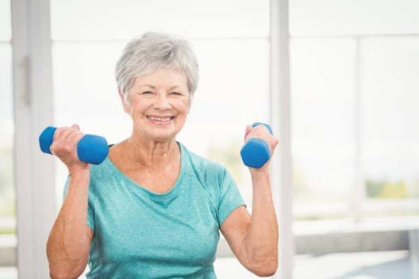 高齢者が筋トレをすることで得られる効果②:体脂肪・内臓脂肪が減少する