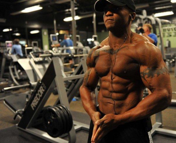 ミリタリープレスの筋トレ効果①「上半身の主要な筋肉を同時に鍛えることができる」