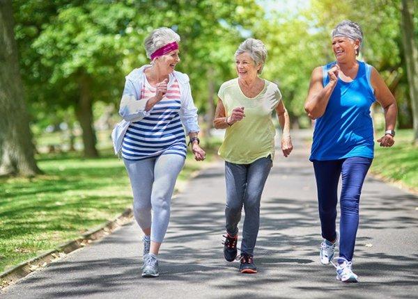 高齢者が筋トレをすることで得られる効果⑧:姿勢が改善する