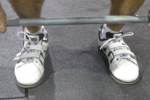 リフティングシューズの適切な選び方②「足幅のサイズ感」