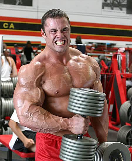 ハンマーカールの間違ったやり方④「自分の筋力に見合っていない高重量を利用している」
