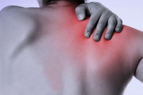 フロントレイズは「肩こりの改善・予防」にも効果がある!