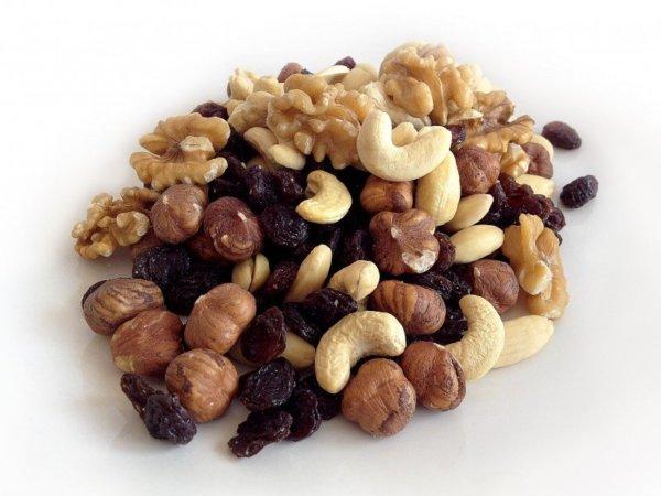 ナッツ類や植物油(ひまわり油、やし油など)