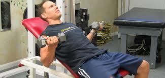 ダンベルカールを効果的に行うには「軽めの重量」で取り組むことがおすすめ