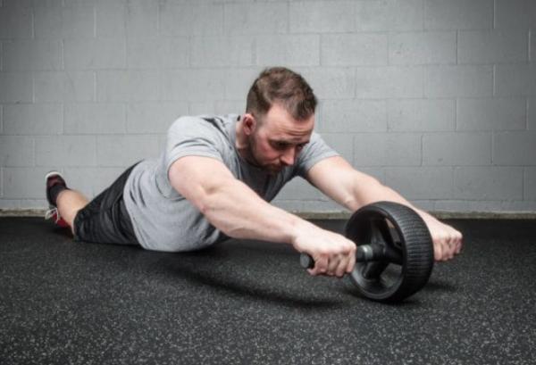 腹筋ローラーで腹筋・全身を鍛える