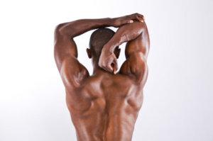 三角筋前部を鍛える上での注意点①「トレーニング前後のストレッチは入念に行う」