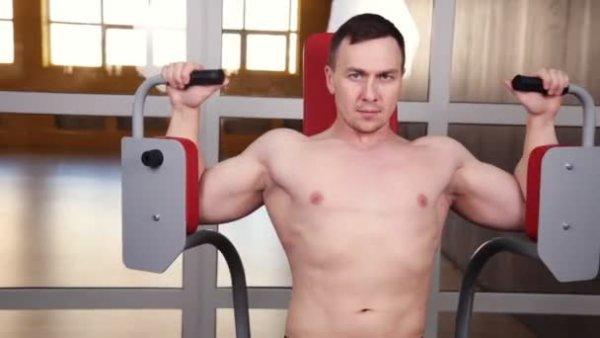 バタフライマシンの効果的なコツ①「大胸筋のストレッチ(最大伸展)」