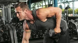 トライセプスキックバックの効果的なコツ①「背筋は自然にまっすぐ伸ばしたまま動作する」