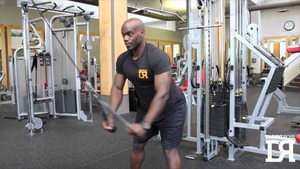 ストレートアームプルダウンの筋トレ効果②「握力の疲労を最小限に抑制できる」