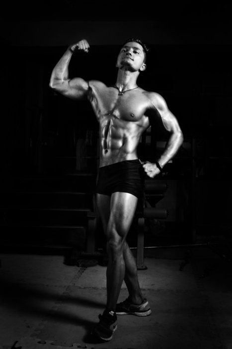 宅トレで背中を鍛える時の注意点③腹筋も鍛える