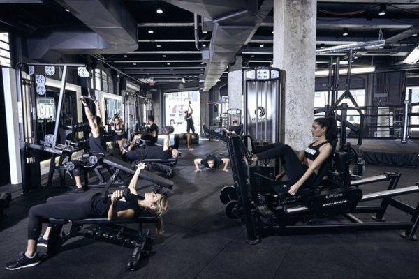 ジムトレでお尻を鍛えるトレーニングのメリット⑤「広いスペースで取り組むことができる」