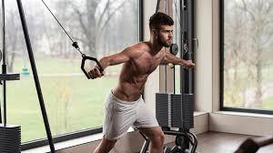 ケーブルマシンを利用したトレーニングのメリット③「動作がスムーズなため対象筋に効かせやすい」