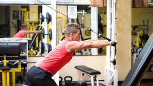 ケーブルマシンを利用したトレーニングのメリット①「動作中に対象筋への負荷が抜けづらい」