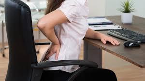 長時間イスに座ることによる影響②「腰痛・肩こりの悪化」