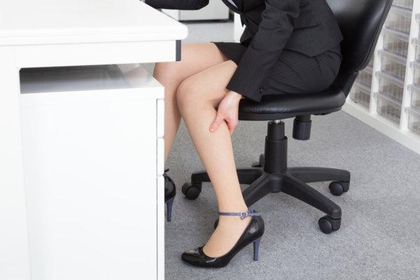 長時間イスに座ることによる影響③「足のしびれ・むくみが生じる」