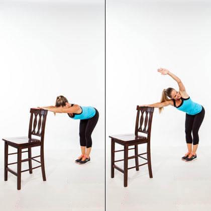 椅子を使って取り組める効果的な種目⑪「コア・スイマー」