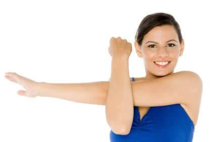 肩の柔軟性と可動域を高めるストレッチ⑦「クロスボディアーム・ストレッチ」