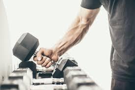 広背筋をより効果的に鍛えるためのコツ③「ウェイトを強く握りすぎない」