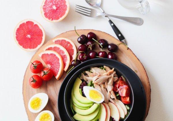 タンパク質は1日にどれくらい必要?
