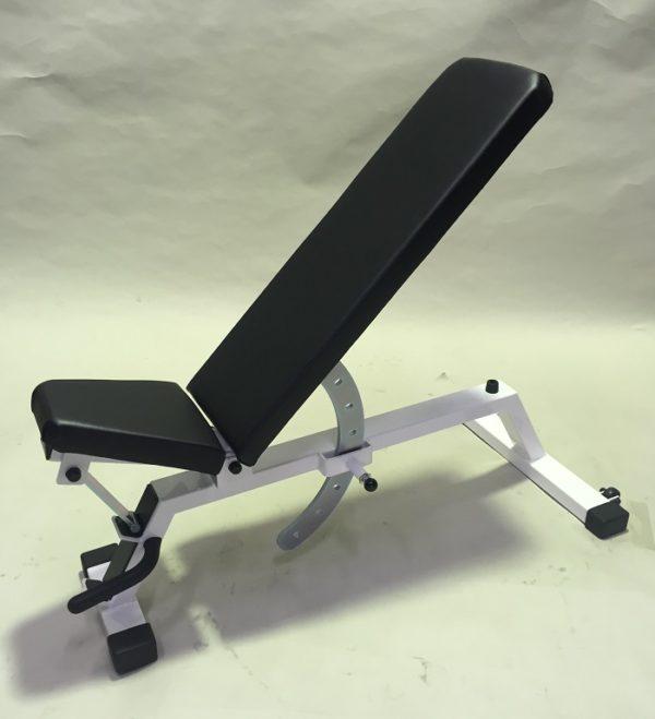 大胸筋上部の筋トレ効果を高めるコツ③「アジャスタブルベンチを有効活用する」