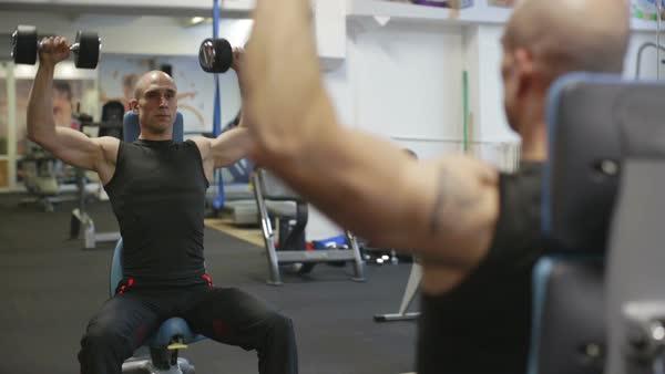 改善方法「重量軽くして鏡を見ながら取り組む」