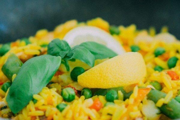 腹筋を割るためにはそれぞれの栄養素がどれくらい必要なの?
