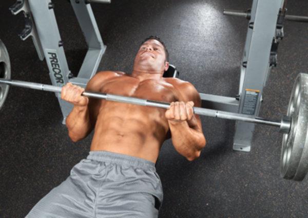 大胸筋上部の筋トレ効果を高めるコツ①「最初に大胸筋上部の筋トレに取り組む」