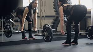 取り組む上でのコツとポイント③「持ち上げるときは力強く、下すときはゆっくりと行う」