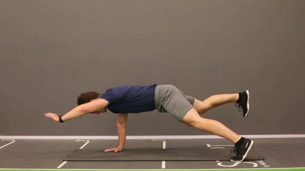 大腿四頭筋を鍛える効果的な種目㉙「ダイアゴナル・プランク」
