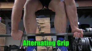 デッドリフトの筋トレ効果を高めるコツ①「オルタネイトグリップでバーを握る」