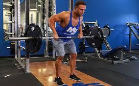 背筋トレーニングのポイントと注意点①「腕は脱力して背筋を使う」