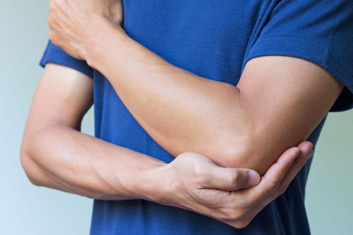プッシュアップの効果的なコツ①「肘を伸ばし切らない」