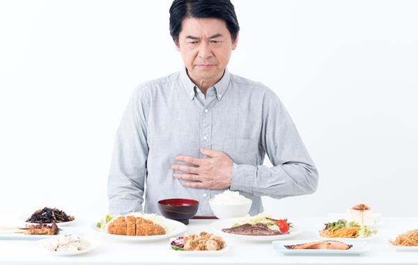 たばこによる食事への影響②「括約筋が緩むことで吐き気や胃もたれが生じやすくなる」