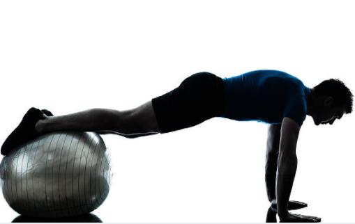 腕立て伏せの効果的な器具④「バランスボール」